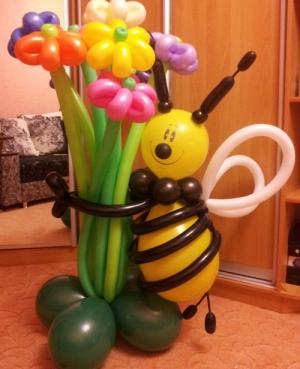 """Фигура """"Пчелка с цветами"""""""